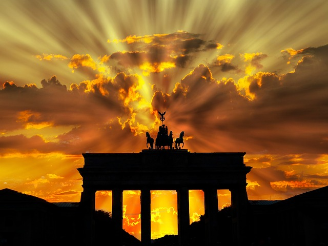 Let the Brandenburg Gate of our guide Berlin show